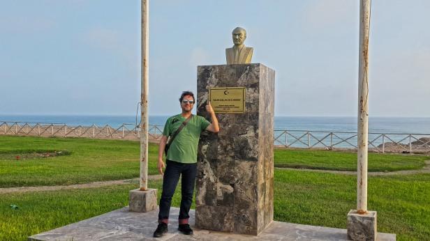Lima'da Atatürk Büstü